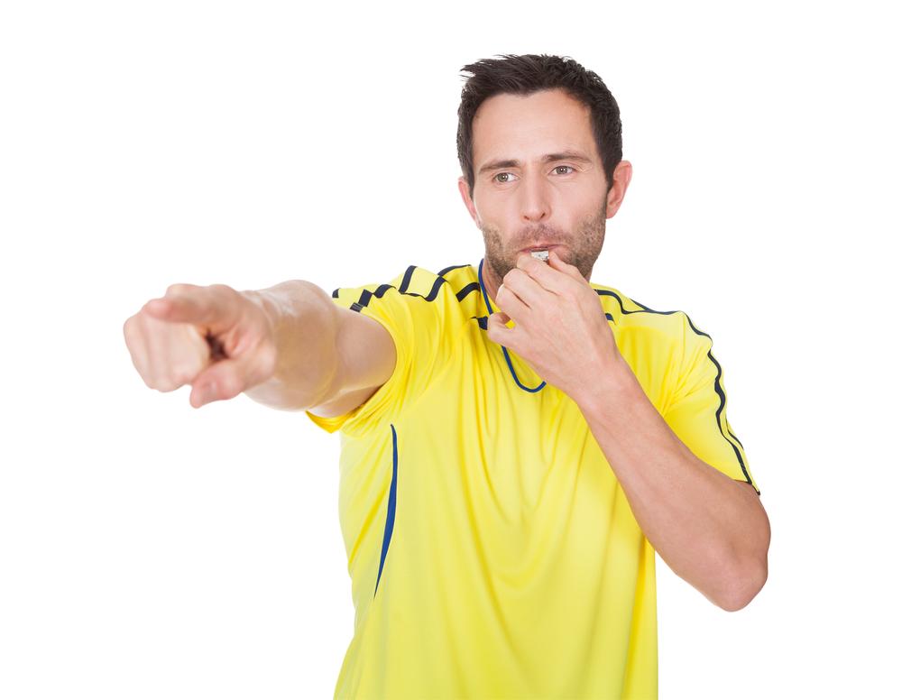 140 лет назад в Англии впервые футбольный арбитр использовал свисток
