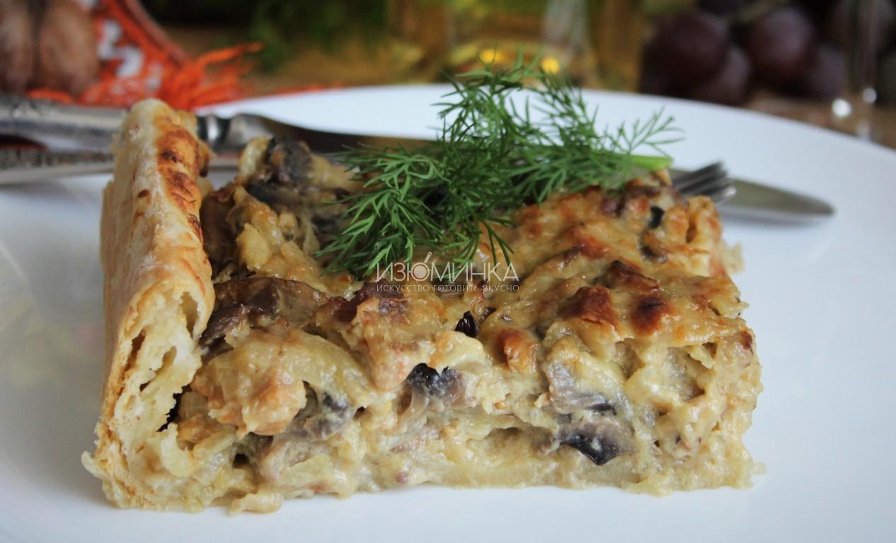 Французский пирог с луком, грибами и мясом