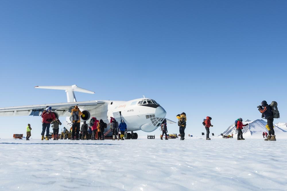 Новая экспедиция прилетела на Южный Полюс