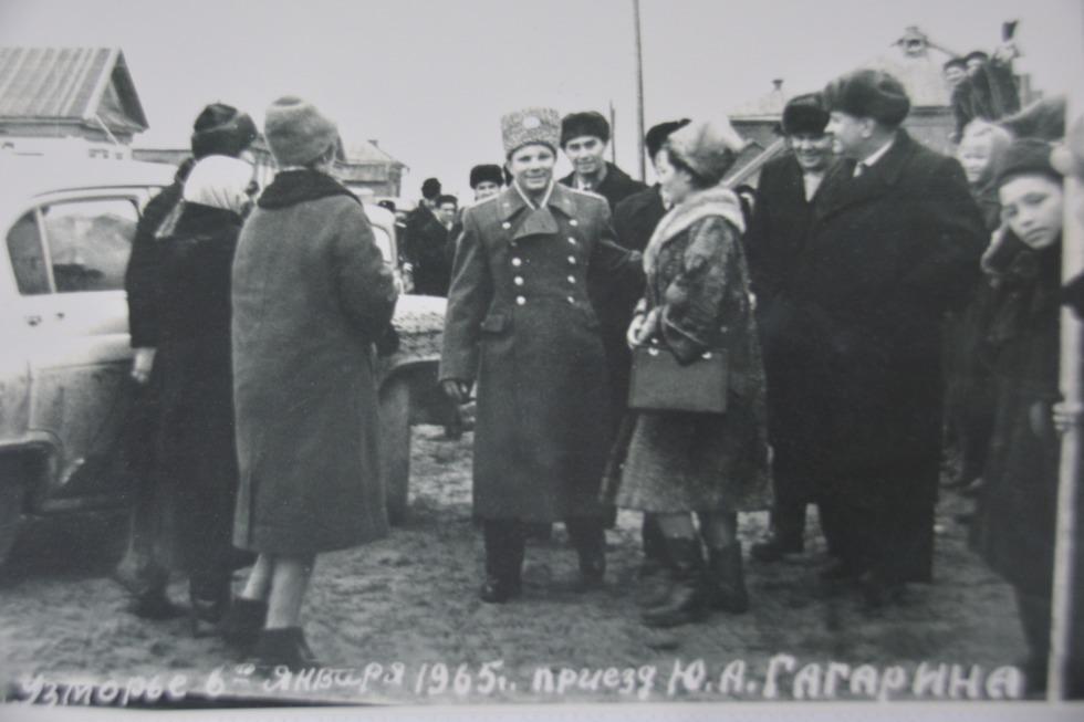Гагарин с супругой в селе Узморье / фото из архива Василия Буцких