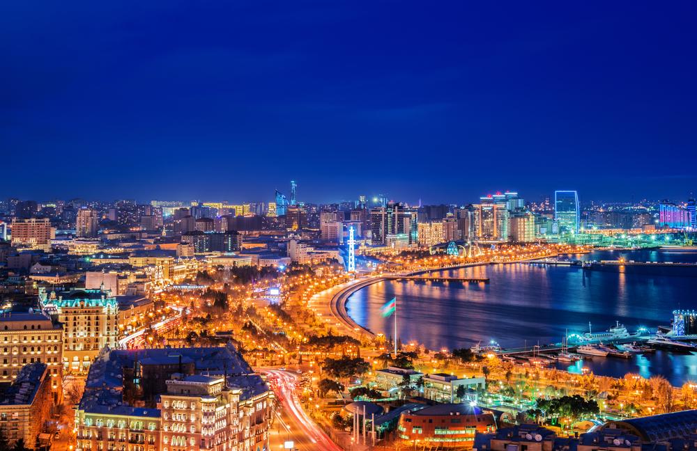 Ночной Баку, Азербайджан