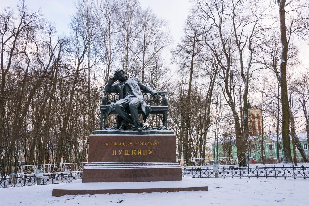 Памятник Пушкину в саду Царскосельского Лицея