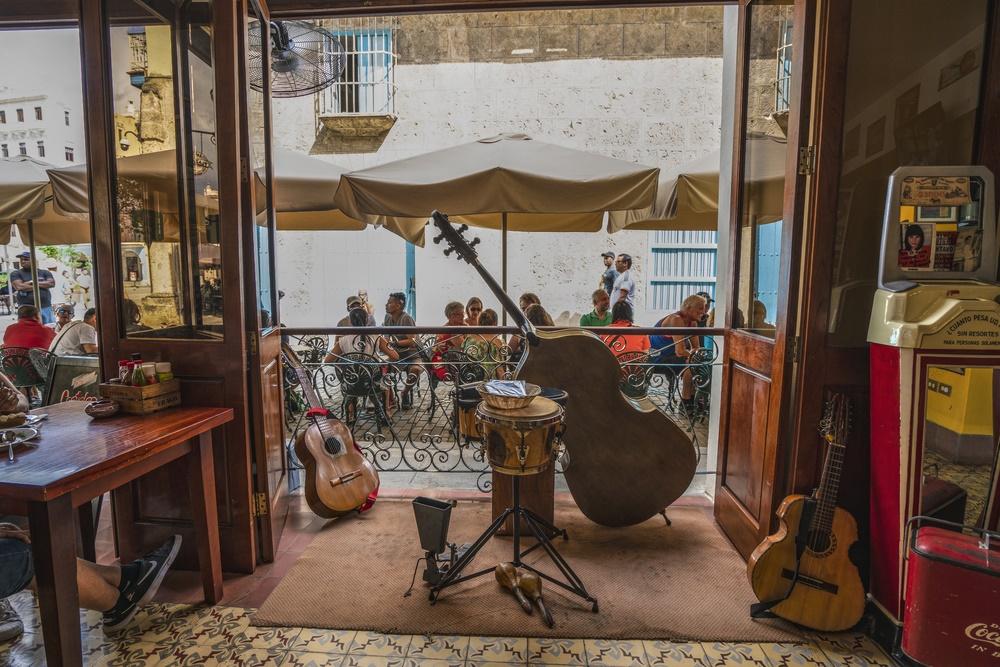 Может быть здесь пил кофе Хэмингуэй? Кафе в Гаване