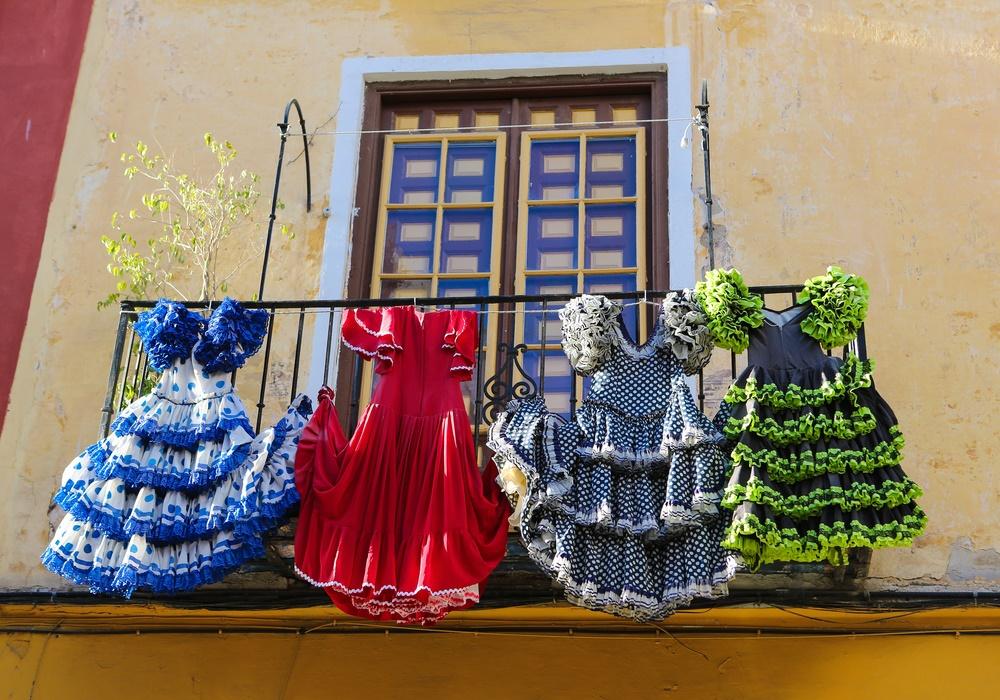 Даже платья танцуют фламенко на улицах Малаги