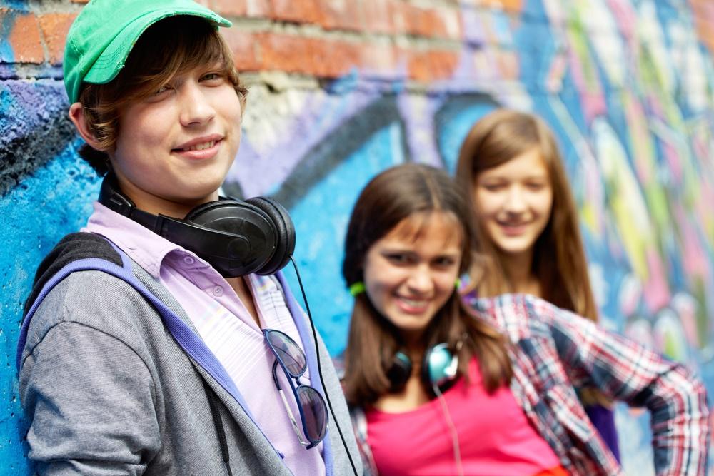 24 апреля - Международный день солидарности молодежи