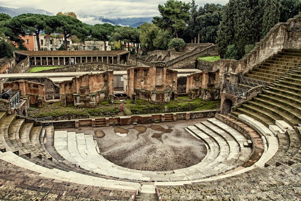 Руины амфитеатра в Помпеях
