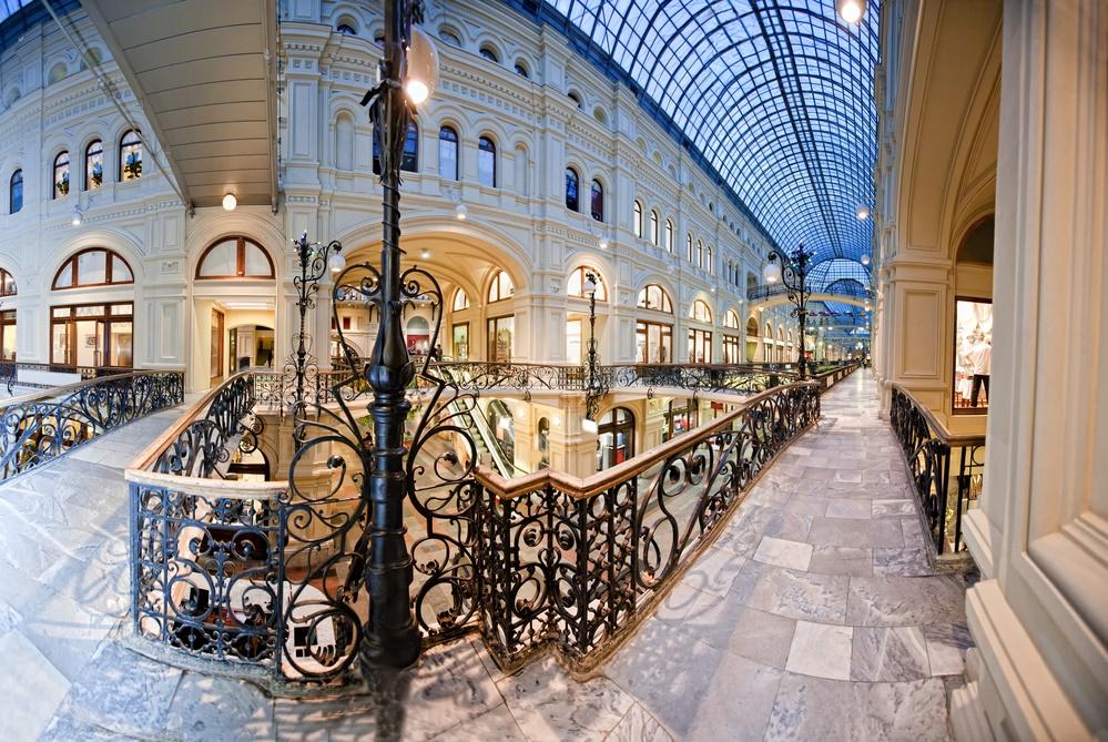 Внутри магазина ГУМ, Москва.