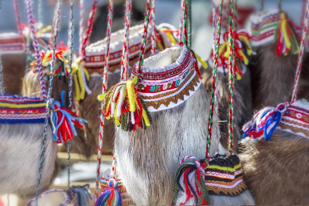 Традиционные саамские сумки из оленьего меха