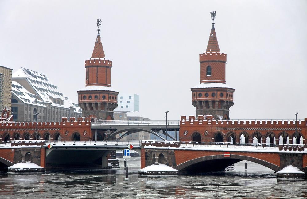 Обербаумский мост зимой. Берлин, Германия