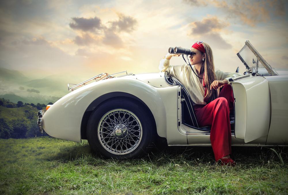 красивая женщина в автомобиле, фотошоп