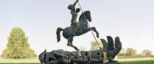 Скульптура, изображающая Святого Георгия Победоносца