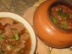 Готовим ужин: Говядина с овощами в горшочке и клюквенный мусс