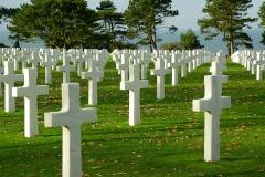 Какой материал лучше выбрать для надгробного памятника?