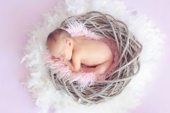 Первый праздник: что подарить на рождение ребёнка?