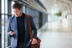 По данным Банка Русский Стандарт расходы женщин на телефон ниже мужских