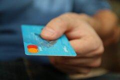 Кто и зачем блокирует кредитные карты?