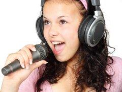 Как научиться петь для караоке-бара