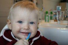 Как вылечить зубы ребенку без слез?