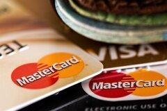 Где оформить первую кредитную карту?