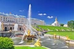 Пущены знаменитые фонтаны и каскады Петергофа