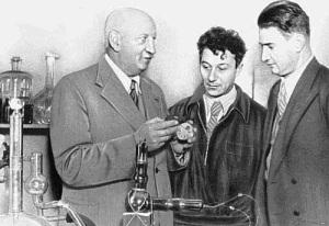 В СССР создан Специальный сверхсекретный комитет для руководства работами по использованию атомной энергии урана