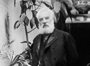 В США изобретатель телефона Александр Белл создал первую телефонную компанию «Bell Telephone Company»