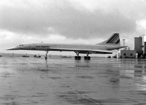 В парижском аэропорту потерпел катастрофу сверхзвуковой пассажирский лайнер Конкорд