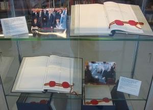 В Берлине состоялась торжественная церемония подписания договора о вхождении ГДР в состав ФРГ