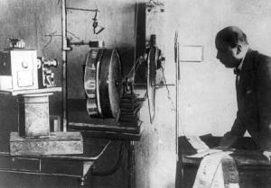Продемонстрирована первая система цветного телевидения, пригодная для практического применения