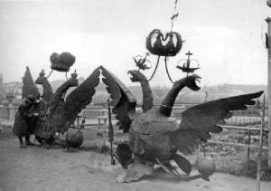 Опубликовано решение СНК СССР и ЦК ВКП(б) о замене двуглавых орлов на башнях Кремля пятиконечными звездами