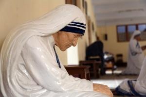 Мать Тереза покинула обитель Лорето, чтобы служить беднейшим из Калькутты