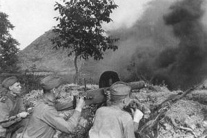 Советская Красная армия разгромила немецко-фашистские войска в битве на Курской дуге