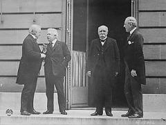Подписан Версальский мирный договор, официально завершивший Первую мировую войну