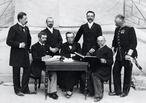 Международный атлетический конгресс одобрил предложение Пьера де Кубертена возродить традицию древнегреческих олимпиад