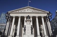 Впервые за свою историю Лондонская фондовая биржа допустила к торгам брокеров-женщин