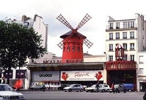 В Париже открылось ночное кабаре «Мулен Руж»
