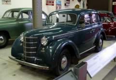 В Москве собран первый легковой автомобиль «Москвич-400»