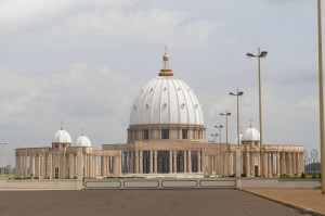 Папа Иоанн Павел II освятил в столице Кот-д'Ивуара базилику Богоматери Мира