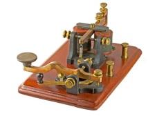 Сэмюэл Морзе впервые публично продемонстрировал свою систему электромагнитного телеграфа