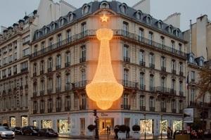 Кристиан Диор открыл в Париже модный дом