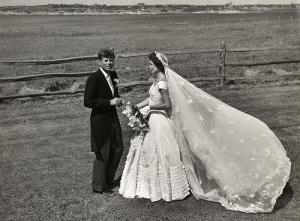 Состоялась церемония бракосочетания Джона Кеннеди и Жаклин Ли Бувье