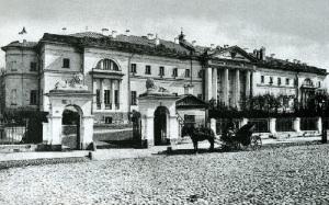 По приказу Екатерины II в Москве открыт Павловский госпиталь - первая публичная больница в России