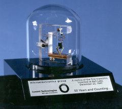 Американские физики продемонстрировали первый в мире транзистор