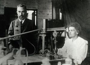 Мария и Пьер Кюри впервые получили радий