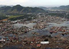 На юг Азии обрушилось гигантское цунами