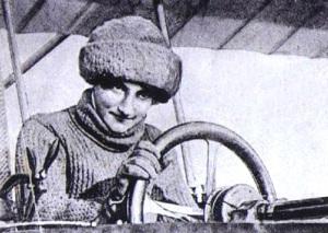 Француженка Элиз де Ларош стала первой женщиной-пилотом
