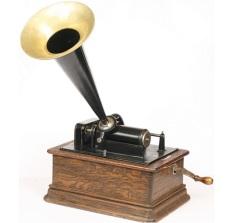На заседании Французской академии состоялась демонстрация фонографа Томаса Эдисона