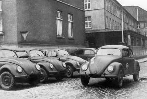 В Германии выпущен первый «народный» автомобиль «Фольксваген»