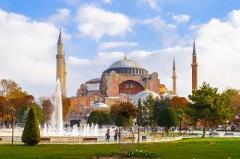 В столице Византийской империи Константинополе освящен Храм Святой Софии