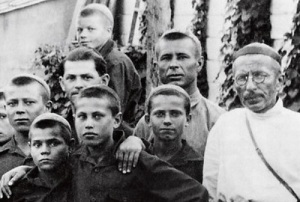 Открыта коммуна имени Ф.Э. Дзержинского — детское воспитательное учреждение